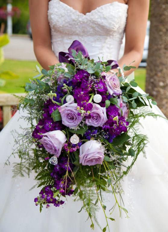 Каскадный свадебный букет фото