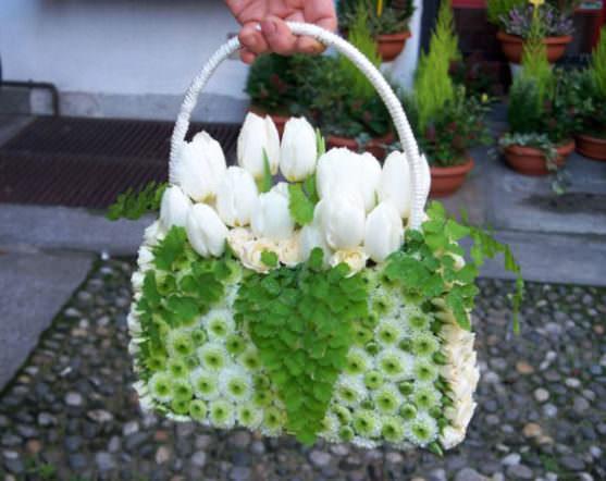 Свадебные букеты в форме сумочки