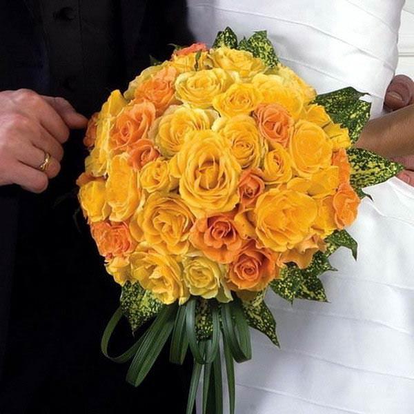 желтые розы в букете