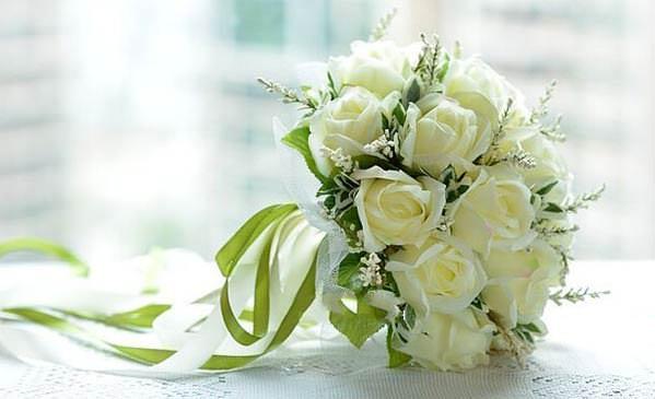как выбрать свадебный букет из роз
