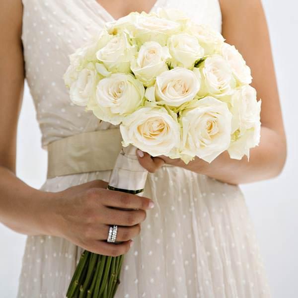 Свадебные букеты из роз разных цветов
