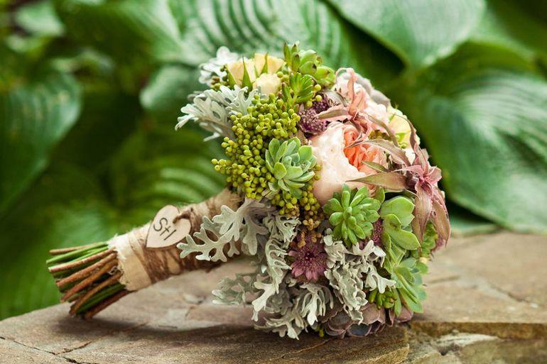 Букет невесты из садовых цветов