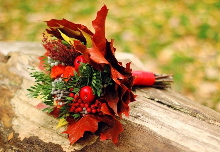 Букет из листьев и плодов