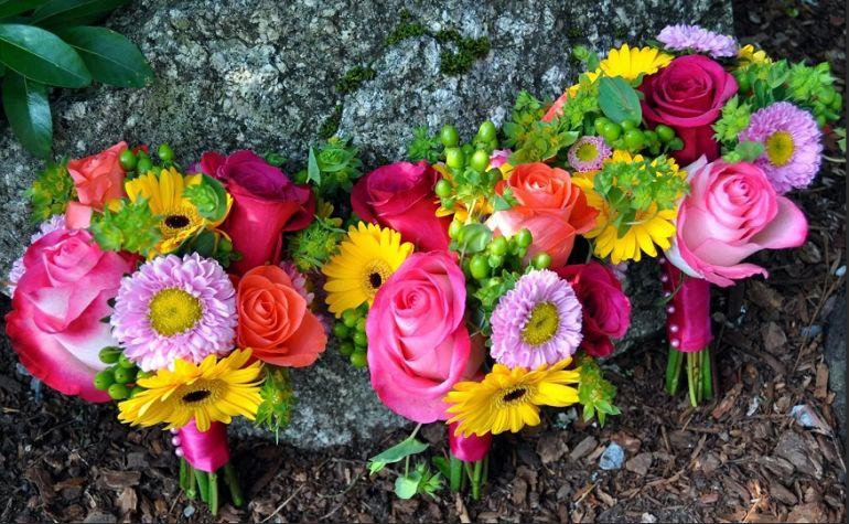 Композиция из астр и других цветов