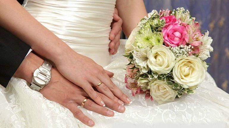 Свадебный букет из роз и хризантем