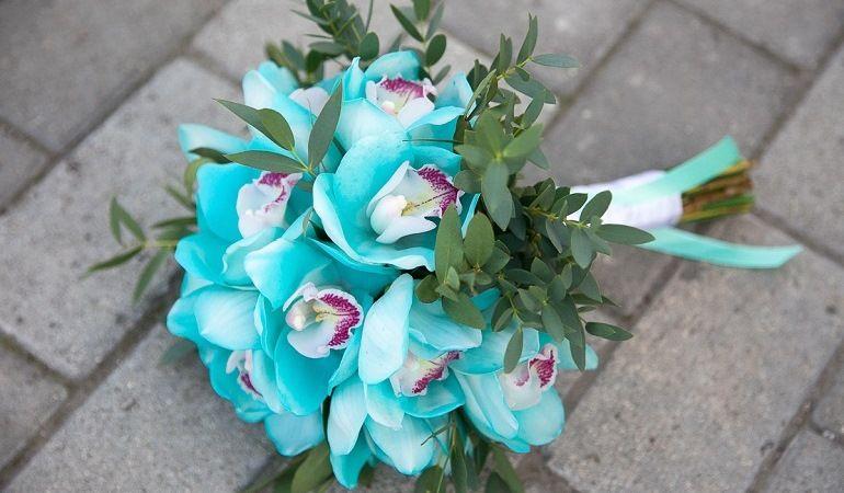 Свадебный букет из бирюзовых цветов