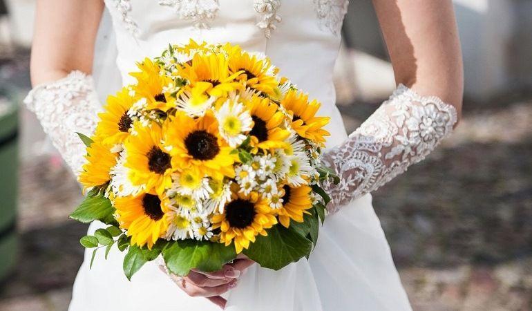 Подсолнухи в букете невесты