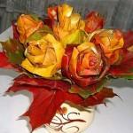 Осенняя роза: розы из осенних листьев