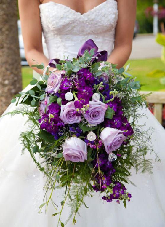 Стиль свадебного платья и букет