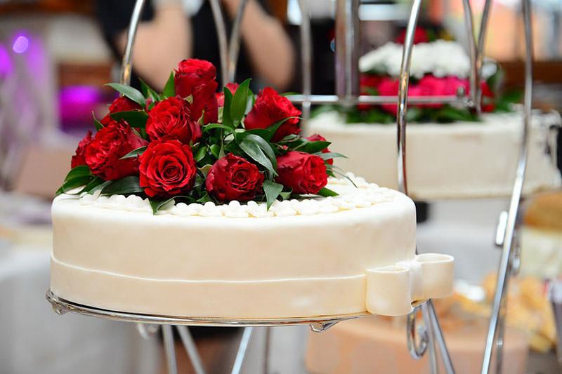 свадебный стол со цветами фото