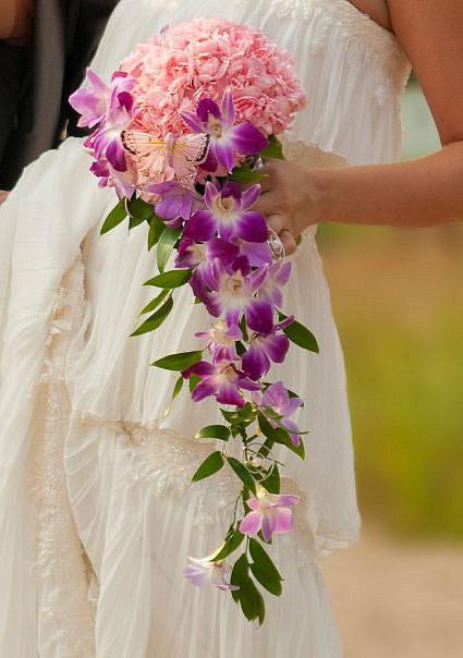 какскадный свадебный букет из орхидей