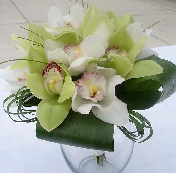 какскадный свадебный букет из орхидей фото