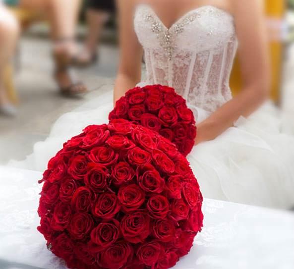 свадебный букет-шар из роз