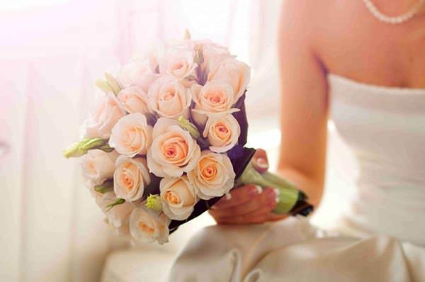 правила при создании свадебных букетов из роз