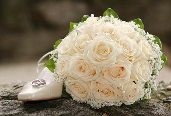 Свадебные букеты из белых роз