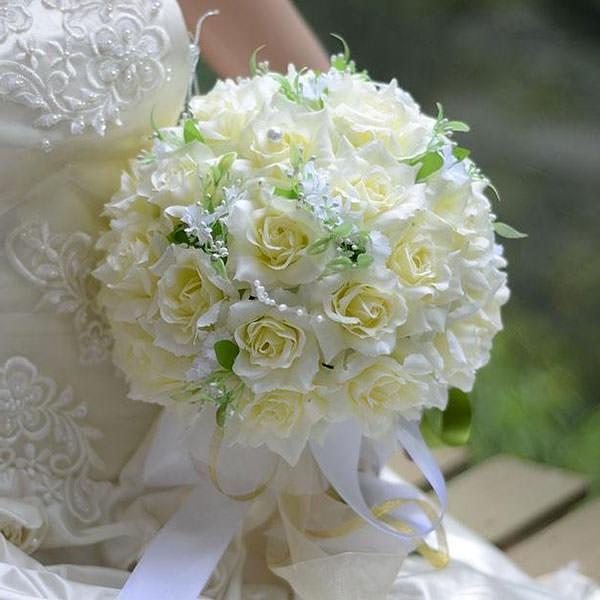 Свадебные букеты из роз в форме шара