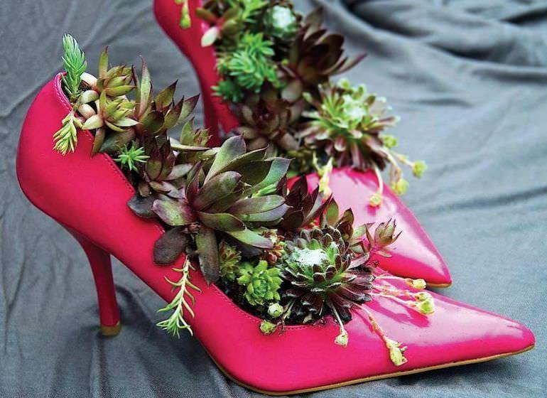 Клумба из женской туфельки