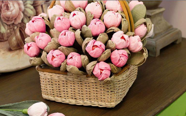 Букет для детей из тюльпанов и конфет