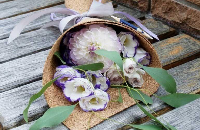 Букет из георгин, роз и эустом