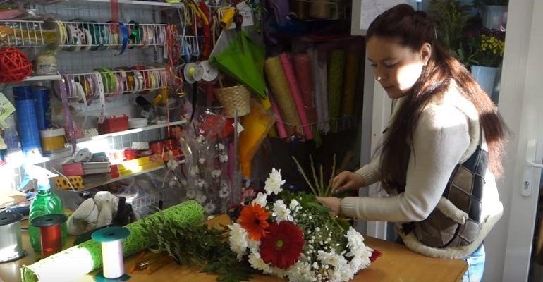 Разные по размеру цветы в букете