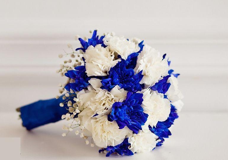 Букет невесты из синих хризантем