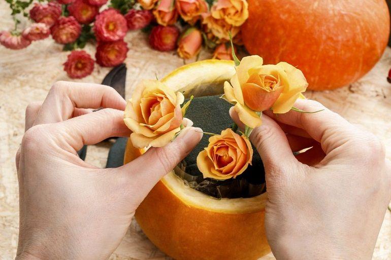 Розы в полости тыквы