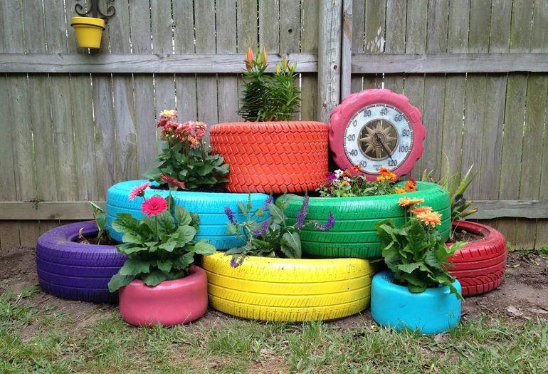 Цветочная клумба из шин
