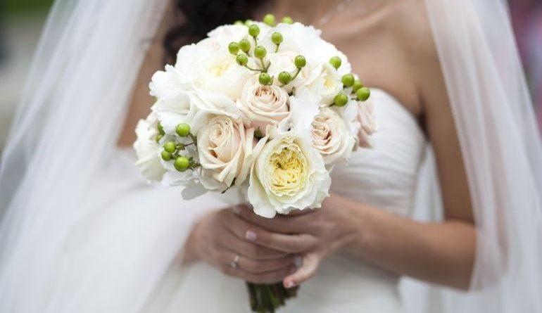 Букет невесты из пионовидных роз