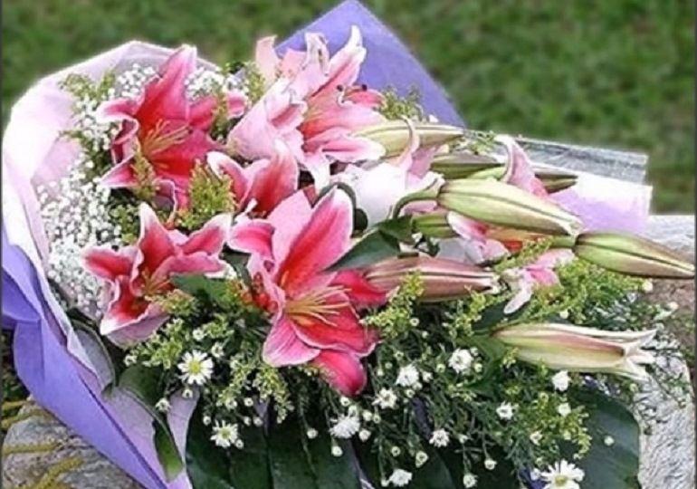 Букет из хризантем и лилий