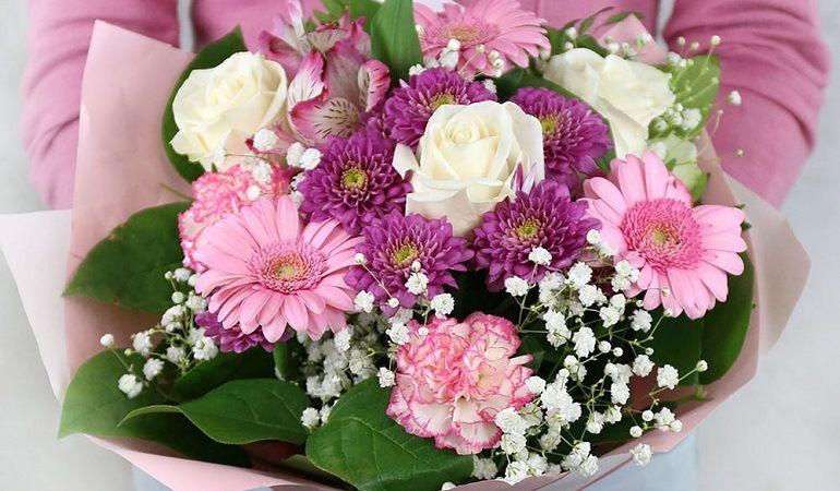 Оригинальный букет из роз, гербер, гвоздик