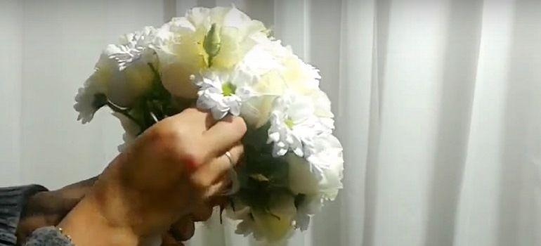 Белая эустома в букет