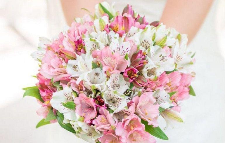Букет для невесты из хризантем и альстремерий