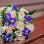 Оригинальные букеты из роз и ирисов своими руками