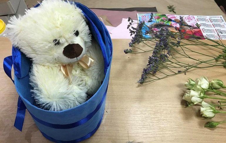 Медвежонок в коробке