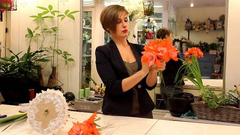 Экстравагантный букет невесты из гладиолусов