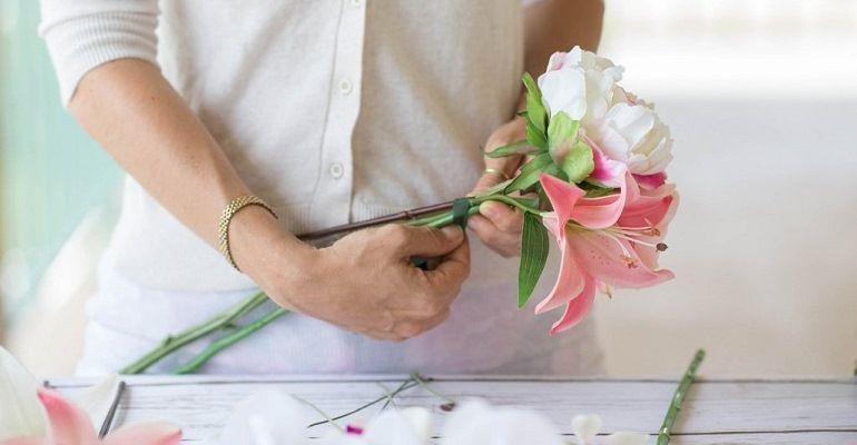 Свадебный букет из пионов и белых орхидей Фаленопсис