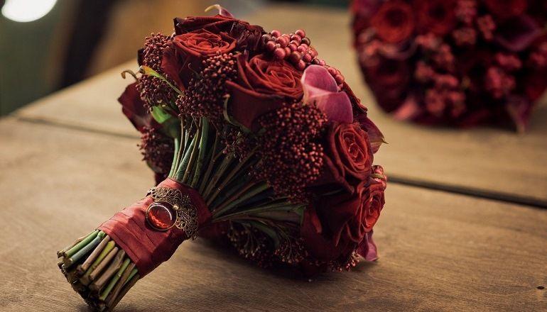Бордовый свадебный букет