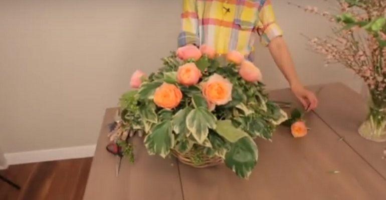 Розы в центре композиции