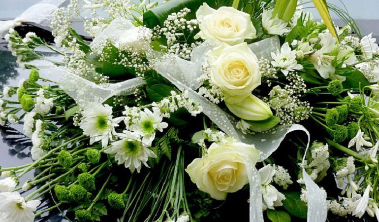 Оригинальный букет из живых цветов