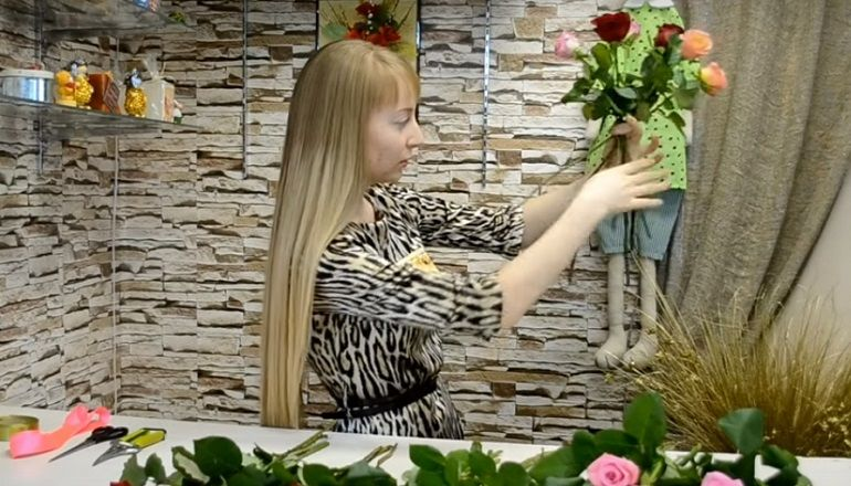 Сборка цветов в букет по спирали