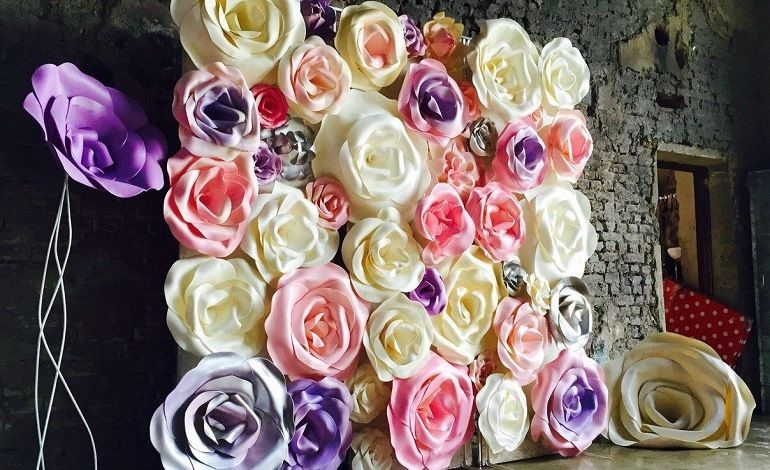 Бумажные цветы для украшения торжеств