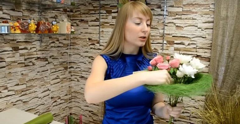 Кустовая роза в букет