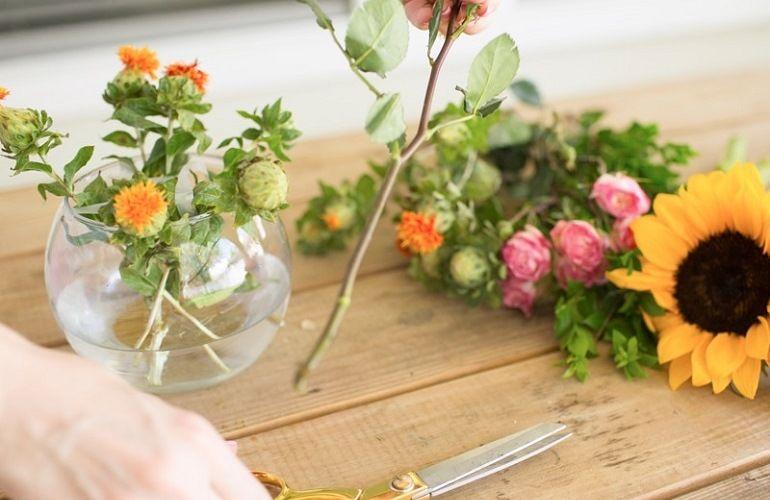 Мелкие цветы в вазе