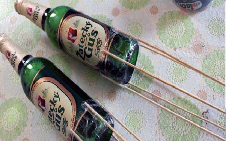 Бутылки пива на шпажках