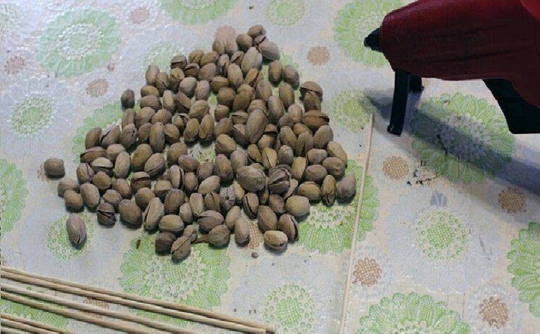 • Сформировать арахисовые и фисташковые веточки