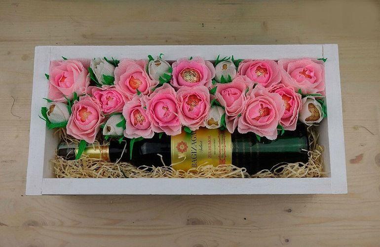 Располагаем розы и бутоны в «оазисе»