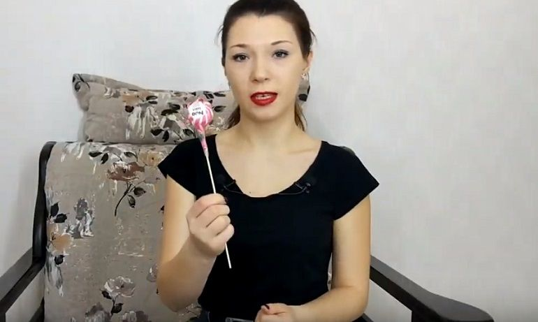 Шоколадная конфета на шпажке