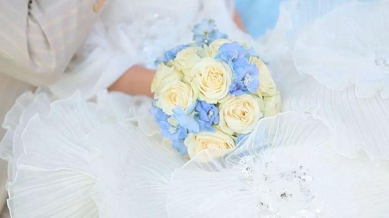 Нежно-голубой букет невесты