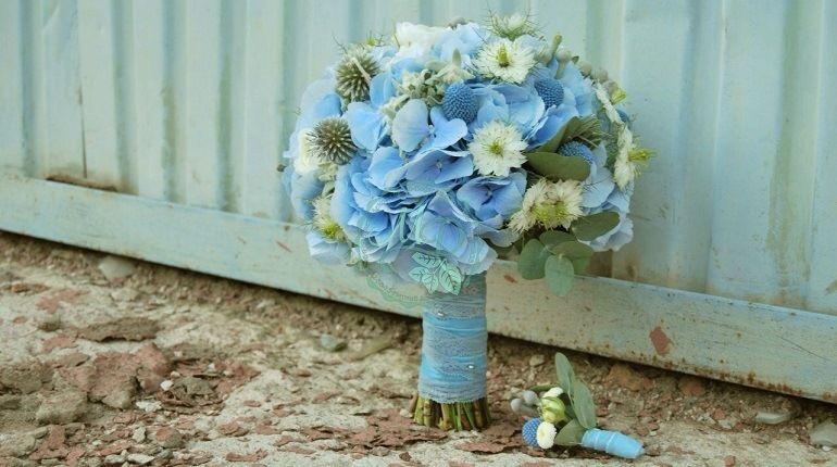 Цветочные композиции бело-голубой гаммы