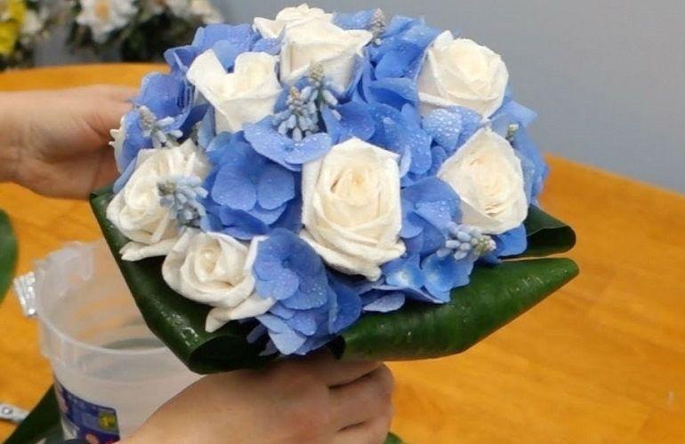 Бело-голубой букет невесты